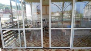 Раздвижное остекление Слайдорс в кафе на ал. рельсе